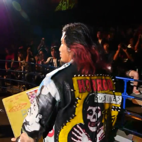 Hiromu Takahashi, once again carrying his playbook before his battle with Ryusuke Taguchi