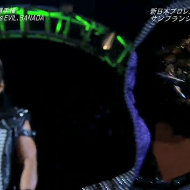 SANADA follows EVIL to the ring