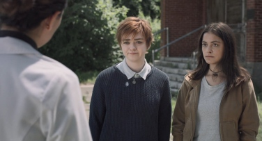 Rahne Sincalir (Maise Williams) and Dani Moonstar (Blu Hunt)